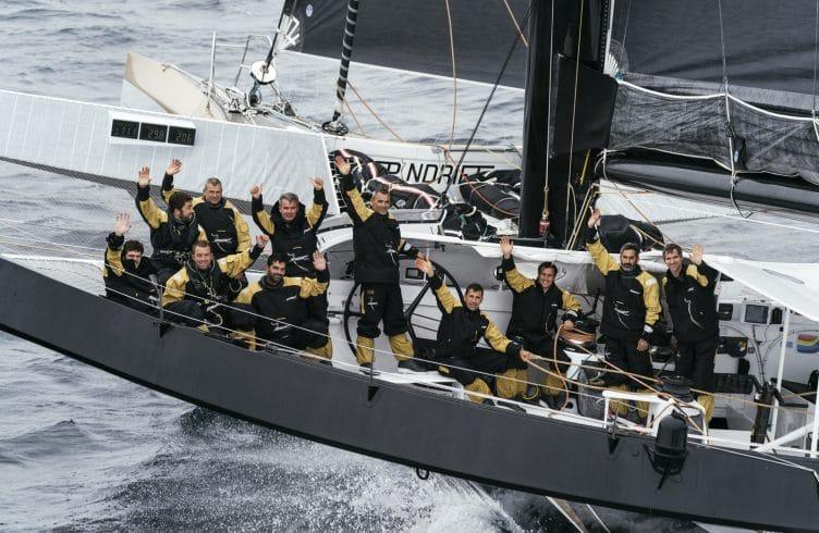 Yann Guichard s'élance depuis Brest — Trophée Jules Verne